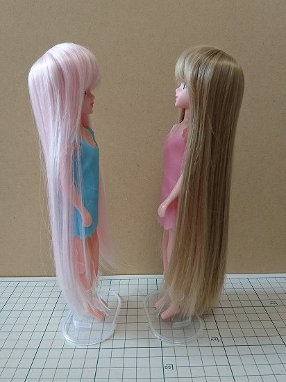 エリーちゃんの髪をカスタム ウィッグを被せる