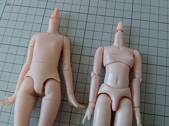 エリーちゃんのボディ比較 オビツ21とピュアニーモXS