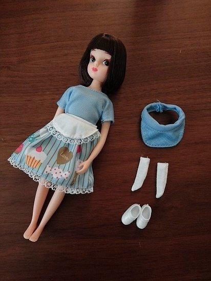 リカちゃんにエリーちゃんの服を着せてみた