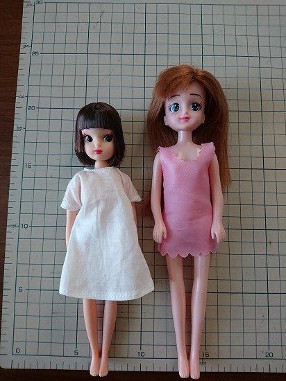 リカちゃんキャッスル 復刻版初代リカちゃんとエリーちゃんを比較