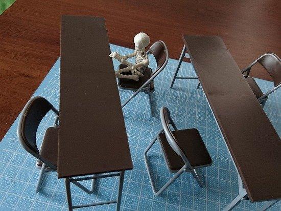 1/12サイズのプラモデルキット ハセガワ テーブルと椅子