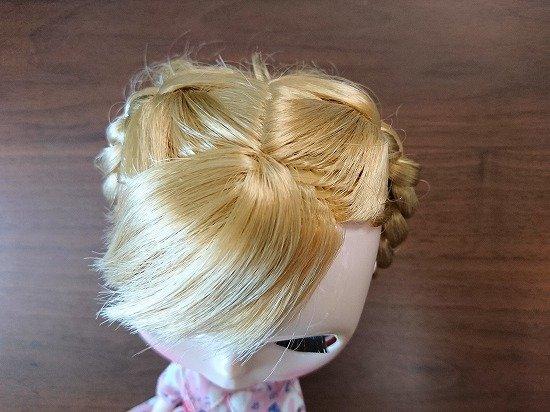 ブライスの髪を三つ編みアレンジ アップスタイル